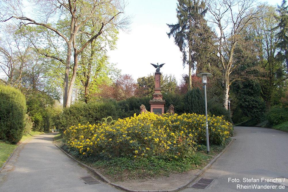 Oberrhein: Denkmal am Eingang zum Mainzer Stadtpark - Stefan Frerichs / RheinWanderer.de
