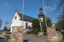 Oberrhein: Sankt-Kilian-Kirche in Nierstein - Foto: Stefan Frerichs / RheinWanderer.de