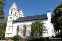 Oberrhein: Sankt-Viktor-Kirche mit Heidentürmen in Guntersblum - Foto: Stefan Frerichs / RheinWanderer.de