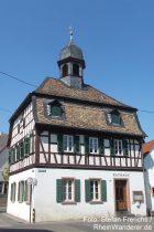 Oberrhein: Rathaus von Alsheim - Foto: Stefan Frerichs / RheinWanderer.de
