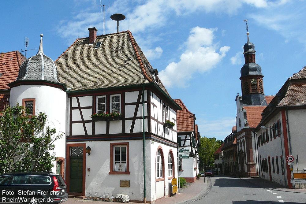 Oberrhein: Rathaus von Mettenheim - Foto: Stefan Frerichs / RheinWanderer.de