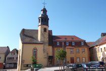 Oberrhein: Kleine Kirche samt Rathaus in Osthofen - Foto: Stefan Frerichs / RheinWanderer.de