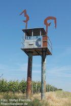 "Oberrhein: Skulptur ""Turmspringerinnen"" am Abenheimer Skulturenweg - Foto: Stefan Frerichs / RheinWanderer.de"