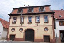 Oberrhein: Historisches Rathaus von Abenheim - Foto: Stefan Frerichs / RheinWanderer.de