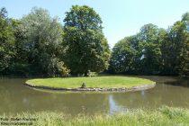 Oberrhein: Weiher im Park von Schloss Herrnsheim - Foto: Stefan Frerichs / RheinWanderer.de