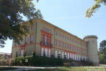 Oberrhein: Parkseite von Schloss Herrnsheim - Foto: Stefan Frerichs / RheinWanderer.de