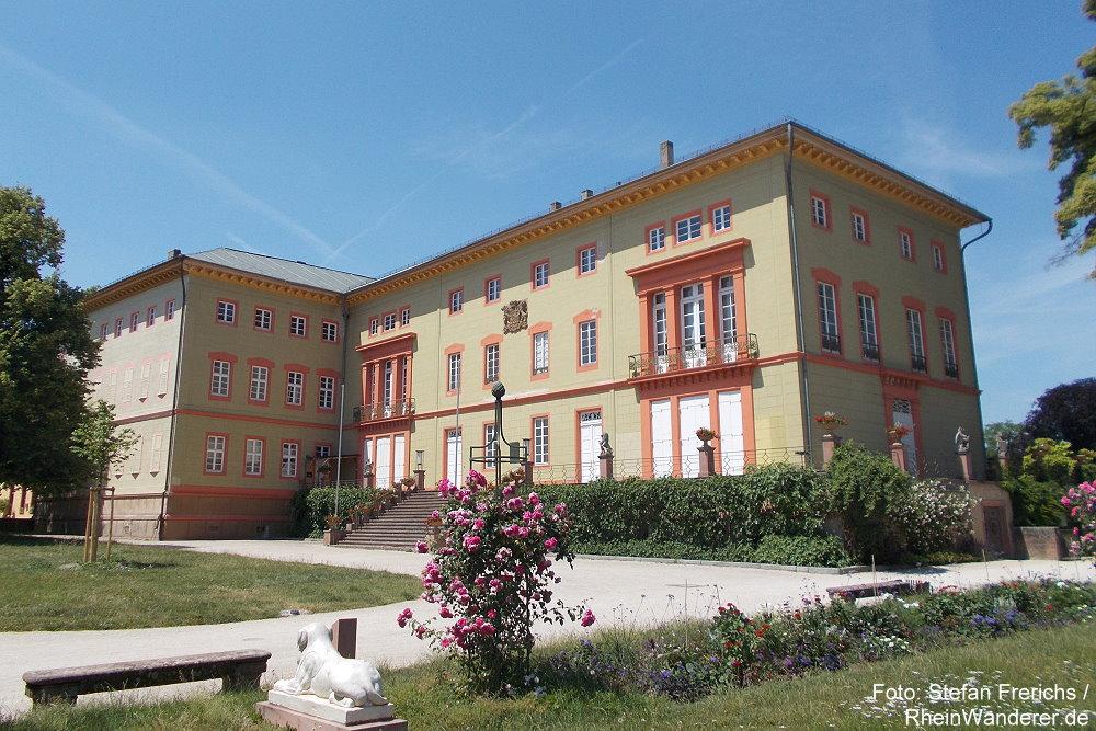 Oberrhein: Hofseite von Schloss Herrnsheim - Foto: Stefan Frerichs / RheinWanderer.de