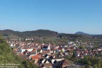 Pfälzerwald: Blick auf Dahn vom Jungfernsprung - Foto: Stefan Frerichs / RheinWanderer.de