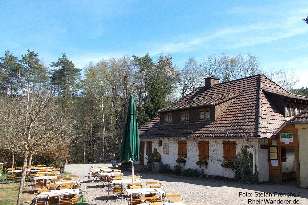 Pfälzerwald: Hütte des Pfälzerwaldvereins (PWV) im Schneiderfeld - Foto: Stefan Frerichs / RheinWanderer.de