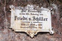 Pfälzerwald: Gedenktafel am Schillerfelsen bei Dahn - Foto: Stefan Frerichs / RheinWanderer.de