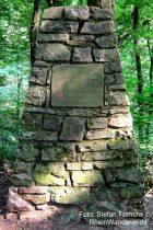 Mittelrhein: Gedenkstein für Förster Dammer bei Bingen - Foto: Stefan Frerichs / RheinWanderer.de