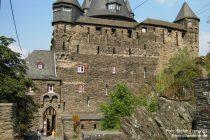Mittelrhein: Eingang von Burg Stahleck - Foto: Stefan Frerichs / RheinWanderer.de