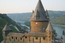 Mittelrhein: Schildmauer von Burg Stahleck - Foto: Stefan Frerichs / RheinWanderer.de