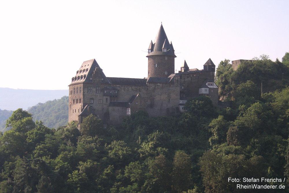 Mittelrhein: Blick auf Burg Stahleck - Foto: Stefan Frerichs / RheinWanderer.de