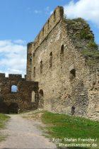 Mittelrhein: Inneres der Kernburg von Burg Rheinfels - Foto: Stefan Frerichs / RheinWanderer.de