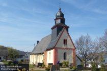 Mittelrhein: Sankt-Peter-Kirche in Weiler - Foto: Stefan Frerichs / RheinWanderer.de