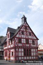 Mittelrhein: Rathaus von Rhens - Foto: Stefan Frerichs / RheinWanderer.de