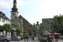 Mittelrhein: Marktplatz und Sankt-Jakobus-Kirche in Rüdesheim - Foto: Stefan Frerichs / RheinWanderer.de