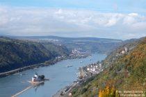 Mittelrhein: Blick auf Burg Pfalzgrafenstein, Kaub und Burg Gutenfels - Foto: Stefan Frerichs / RheinWanderer.de