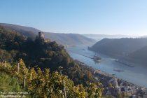 Mittelrhein: Blick auf die Burgen Gutenfels und Pfalzgrafenstein sowie Kaub - Foto: Stefan Frerichs / RheinWanderer.de