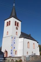 Mittelrhein: Pfarrkirche von Dörscheid - Foto: Stefan Frerichs / RheinWanderer.de