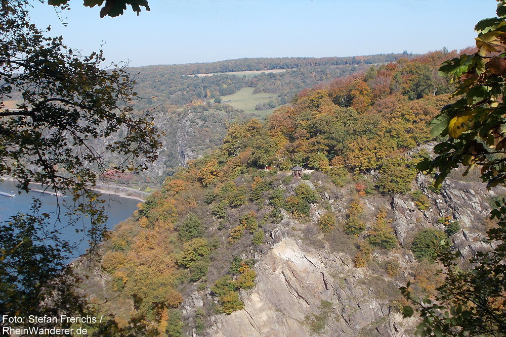 Mittelrhein: Blick über das Urbachtal zum Aussichtspunkt Waldschule - Foto: Stefan Frerichs / RheinWanderer.de