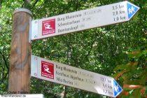 Mittelrhein: Wanderwegweiser am Forsthaus Heiligkreuz im Binger Wald - Foto: Stefan Frerichs / RheinWanderer.de
