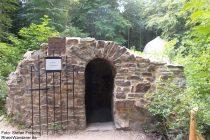 Mittelrhein: Eingang der Zauberhöhle - Foto: Stefan Frerichs / RheinWanderer.de