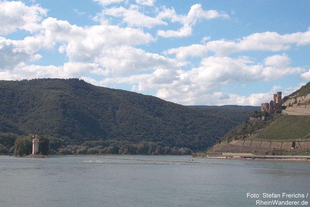 Mittelrhein: Binger Loch mit Mäuseturm und Burgruine Ehrenfels - Foto: Stefan Frerichs / RheinWanderer.de