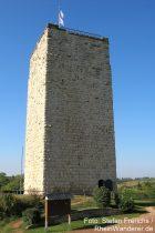 Oberrhein: Bergfried der Burgruine Schwabsburg - Foto: Stefan Frerichs / RheinWanderer.de