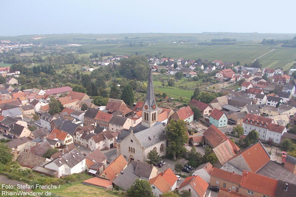 Oberrhein: Blick auf Schwabsburg - Foto: Stefan Frerichs / RheinWanderer.de