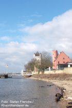 Inselrhein: Rheinufer mit Burg Crass und Kurfürstlicher Burg in Eltville - Foto: Stefan Frerichs / RheinWanderer.de