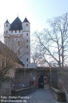 Inselrhein: Eingang zur Kurfürstlichen Burg in Eltville - Foto: Stefan Frerichs / RheinWanderer.de
