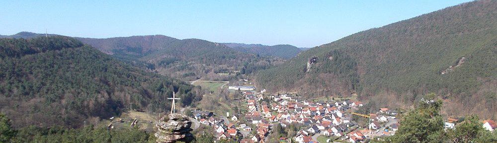 Pfälzerwald: Blick vom Hornstein auf Lug - Foto: Stefan Frerichs / RheinWanderer.de