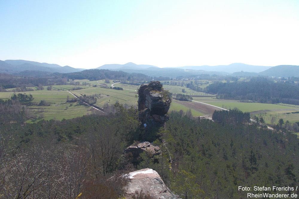 Pfälzerwald: Felssäule des Geiersteine-Riffs - Foto: Stefan Frerichs / RheinWanderer.de