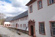 Inselrhein: Konversenbau von Kloster Eberbach - Foto: Stefan Frerichs / RheinWanderer.de