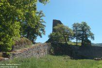 Mittelrhein: Eckiger Turm der Burgruine Stahlberg - Foto: Stefan Frerichs / RheinWanderer.de