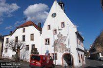 Inselrhein: Historisches Rathaus in Mittelheim - Foto: Stefan Frerichs / RheinWanderer.de