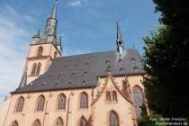 Inselrhein: Sankt-Valentinus-und Dionysius-Kirche in Kiedrich - Foto: Stefan Frerichs / RheinWanderer.de