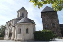 Mosel: Oberburg mit Matthiaskapelle bei Kobern-Gondorf - Foto: Stefan Frerichs / RheinWanderer.de