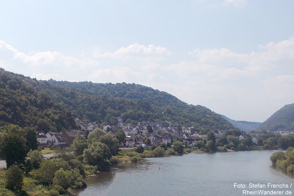 Mosel: Blick auf Niederfell - Foto: Stefan Frerichs / RheinWanderer.de