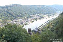 Mosel: Blick auf Burg Bischofstein - Foto: Stefan Frerichs / RheinWanderer.de