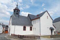 Mosel: Sankt-Benedikt-Kirche in Lasserg - Foto: Stefan Frerichs / RheinWanderer.de