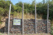 Mosel: Rekonstruktion einer keltischen Pfostenschlitzmauer am Bleidenberg - Foto: Stefan Frerichs / RheinWanderer.de