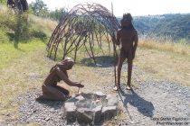 Mosel: Skulpturen von Homo erectus am Bleidenberg - Foto: Stefan Frerichs / RheinWanderer.de