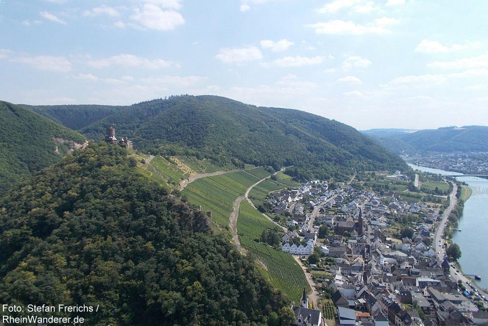 Mosel: Blick vom Bleidenberg auf Burg Thurant und Alken - Foto: Stefan Frerichs / RheinWanderer.de