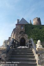 Mosel: Eingang von Burg Thurant - Foto: Stefan Frerichs / RheinWanderer.de