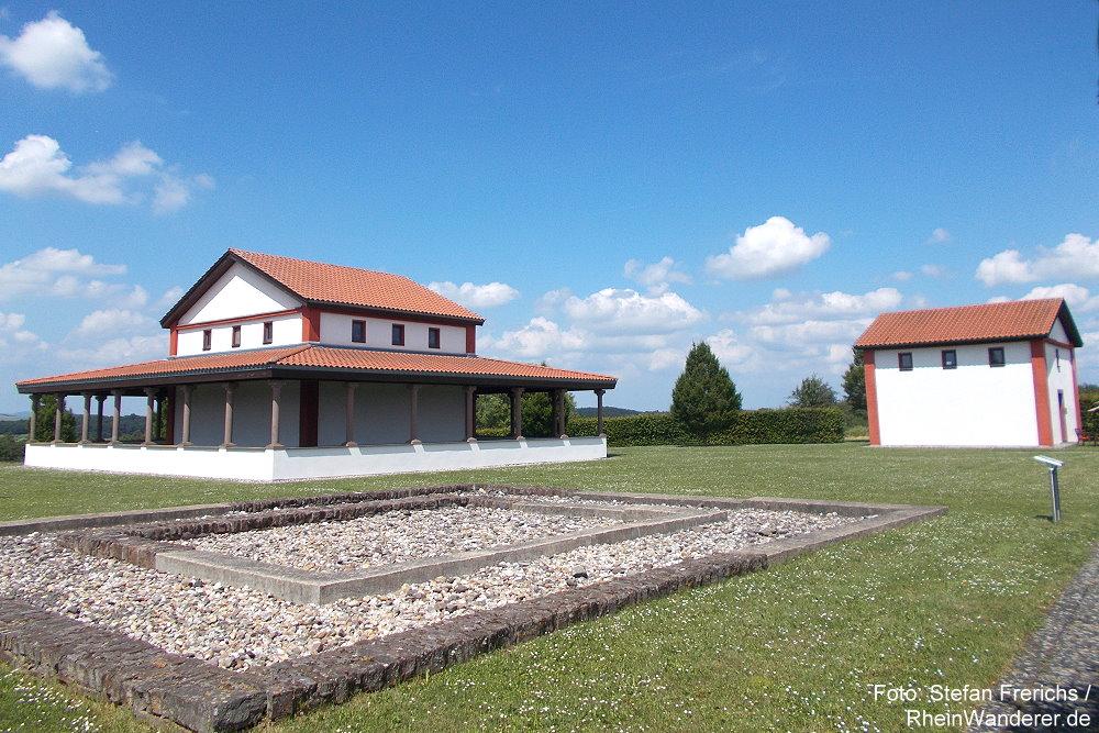 Mosel: Tempelbezirk auf dem Martberg - Foto: Stefan Frerichs / RheinWanderer.de