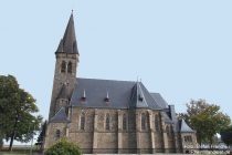 Mosel: Sankt-Bartholomäus-Kirche in Kail - Foto: Stefan Frerichs / RheinWanderer.de