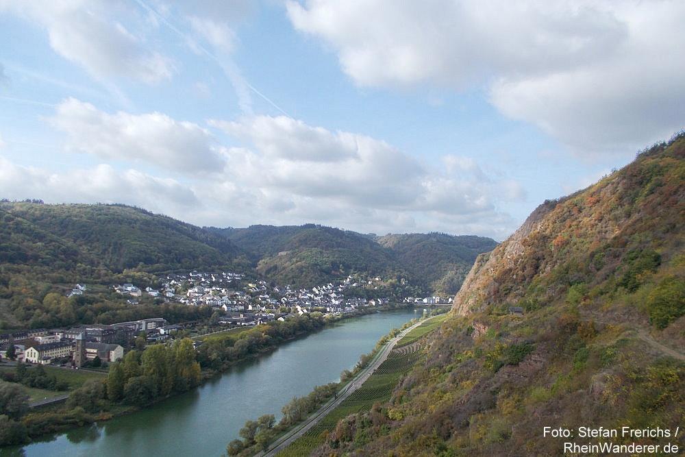 Mosel: Blick auf Cochem-Sehl - Foto: Stefan Frerichs / RheinWanderer.de